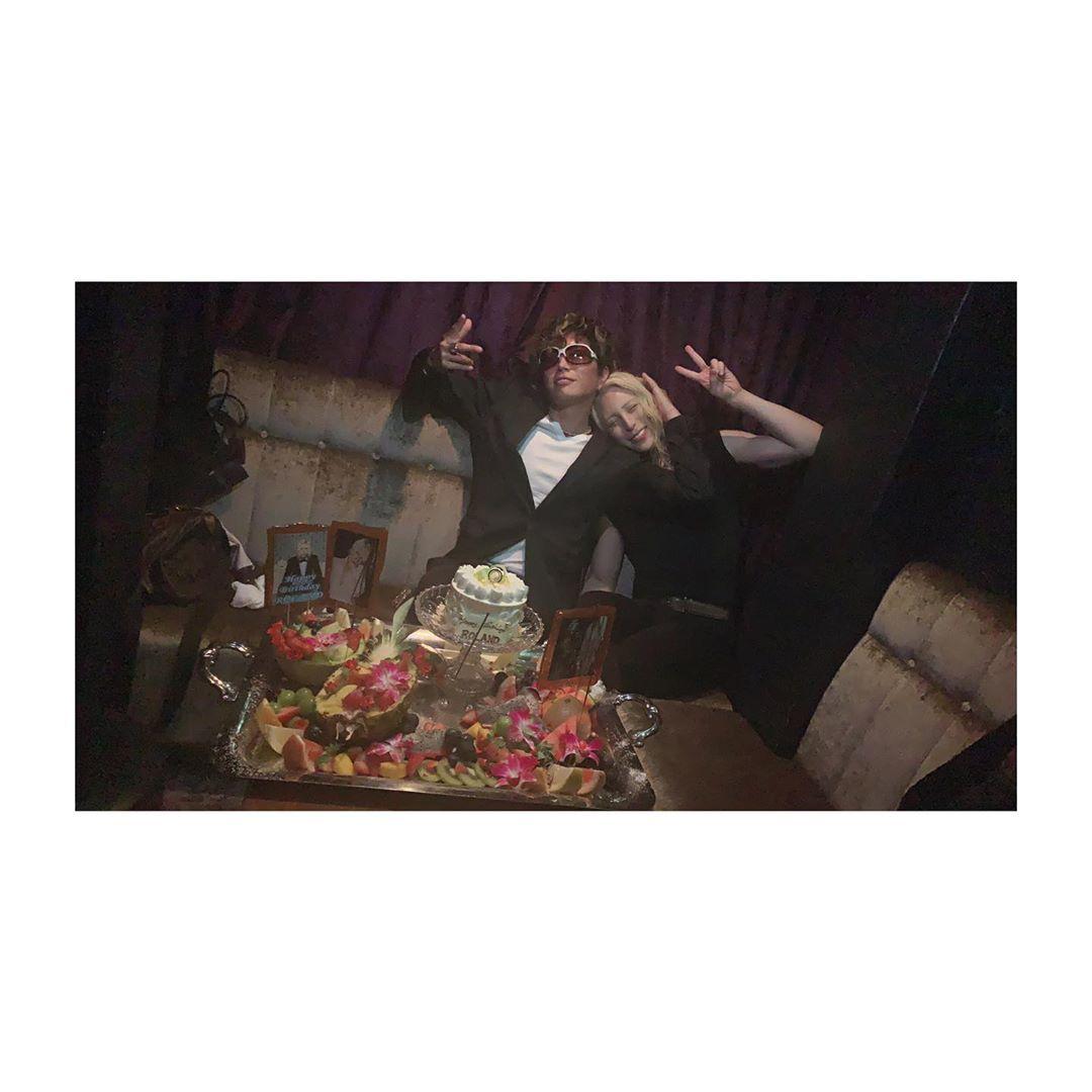 Roland さんはinstagramを利用しています 兄貴にサプライズで誕生日のお祝いして貰ったのだ これぞ兄弟愛 Roland Gackt 誕生日祝い ありがとうございます 一生分のテキーラ飲んだ Gackt