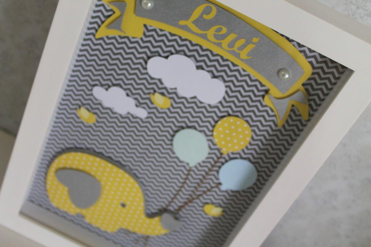 Quadro em scrapbook com moldura branca laqueada e vidro. Personalizamos com o nome do seu bebê e fazemos em outras cores, consulte-nos!  ***favor ler as políticas da loja***