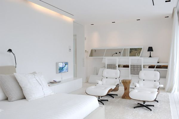 Modernes Hausdesign An Der Mittelmeerküste  Weiß