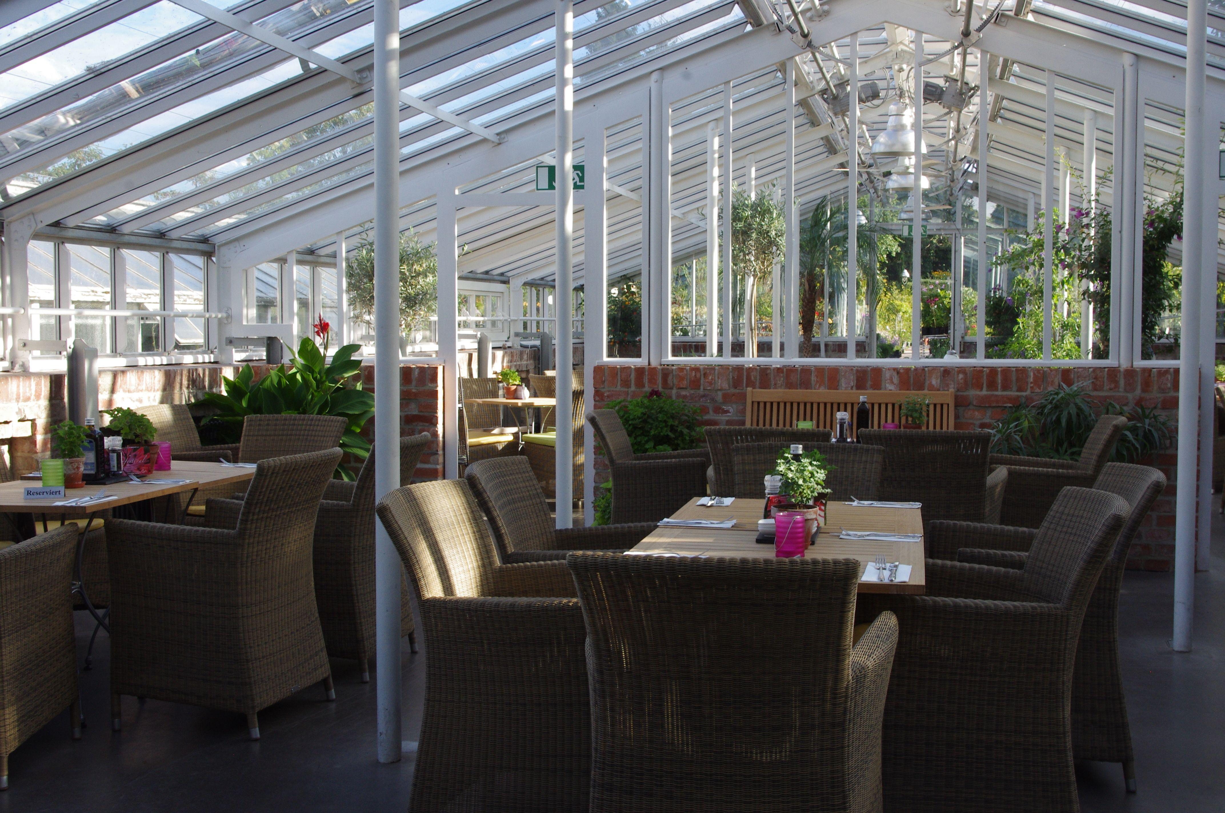 Das Café in der Gartenakademie besticht durch eine einzigartige Atmosphäre und den bezaubernden Außenanlagen - ein Fleck, an dem man die Seele baumeln lassen kann