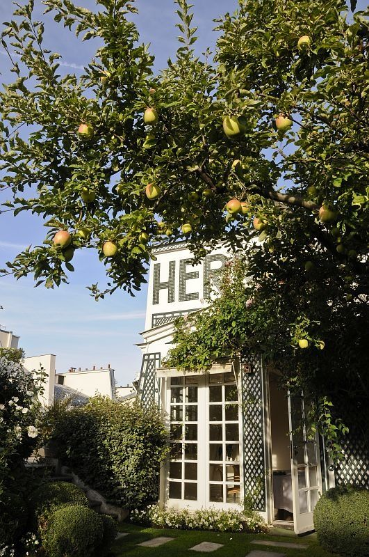 The Hermes Secret Garden On A Paris Rooftop Roof Garden Paris Rooftops Rooftop Garden