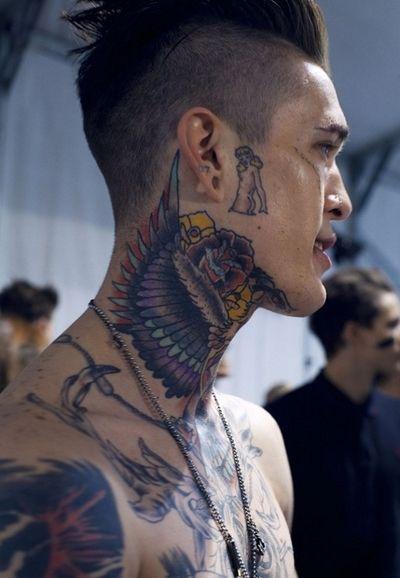 Eagle Neck Piece Tattoo Tattoos Ink Nek Tattoo Tatoeages Tatoeage