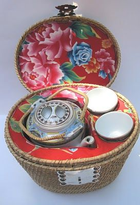 Tea With Friends: A Chinese Tea Basket