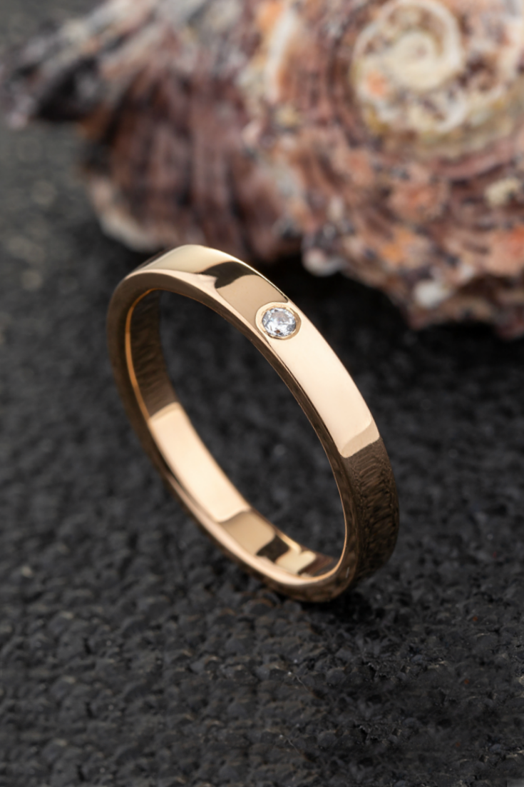 Simple Gold Wedding Ring With Diamond Minimalist Ring For Etsy In 2021 Simple Gold Wedding Rings Minimalist Wedding Rings Wedding Rings Teardrop