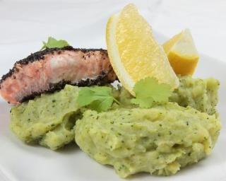 Purée de brocolis et saumon aux graines de sésame