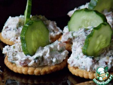Закуска из сыра на крекерах | Идеи для блюд, Еда и напитки ...