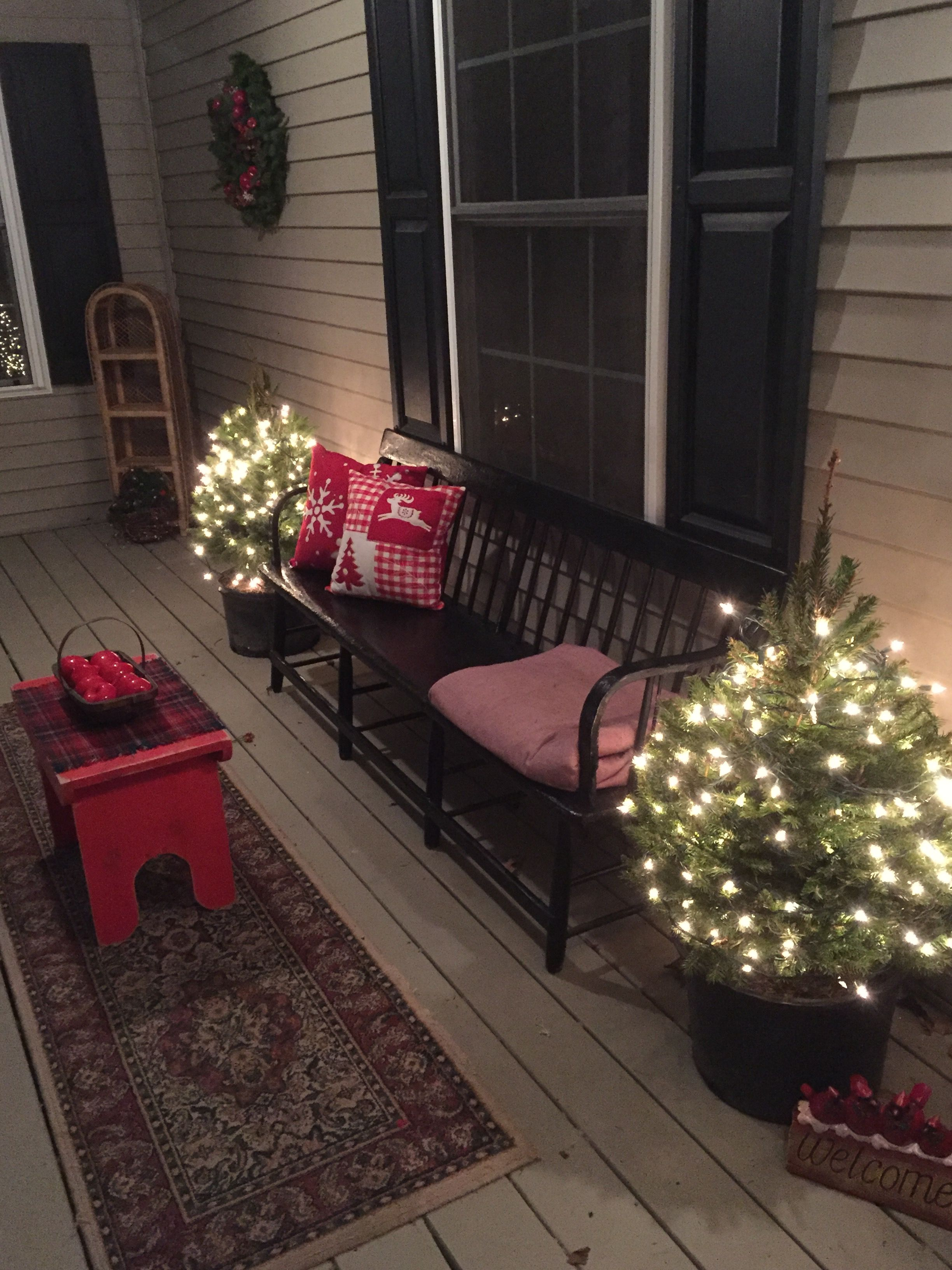 A Black Windsor Bench Makes An Old Fashioned Christmas