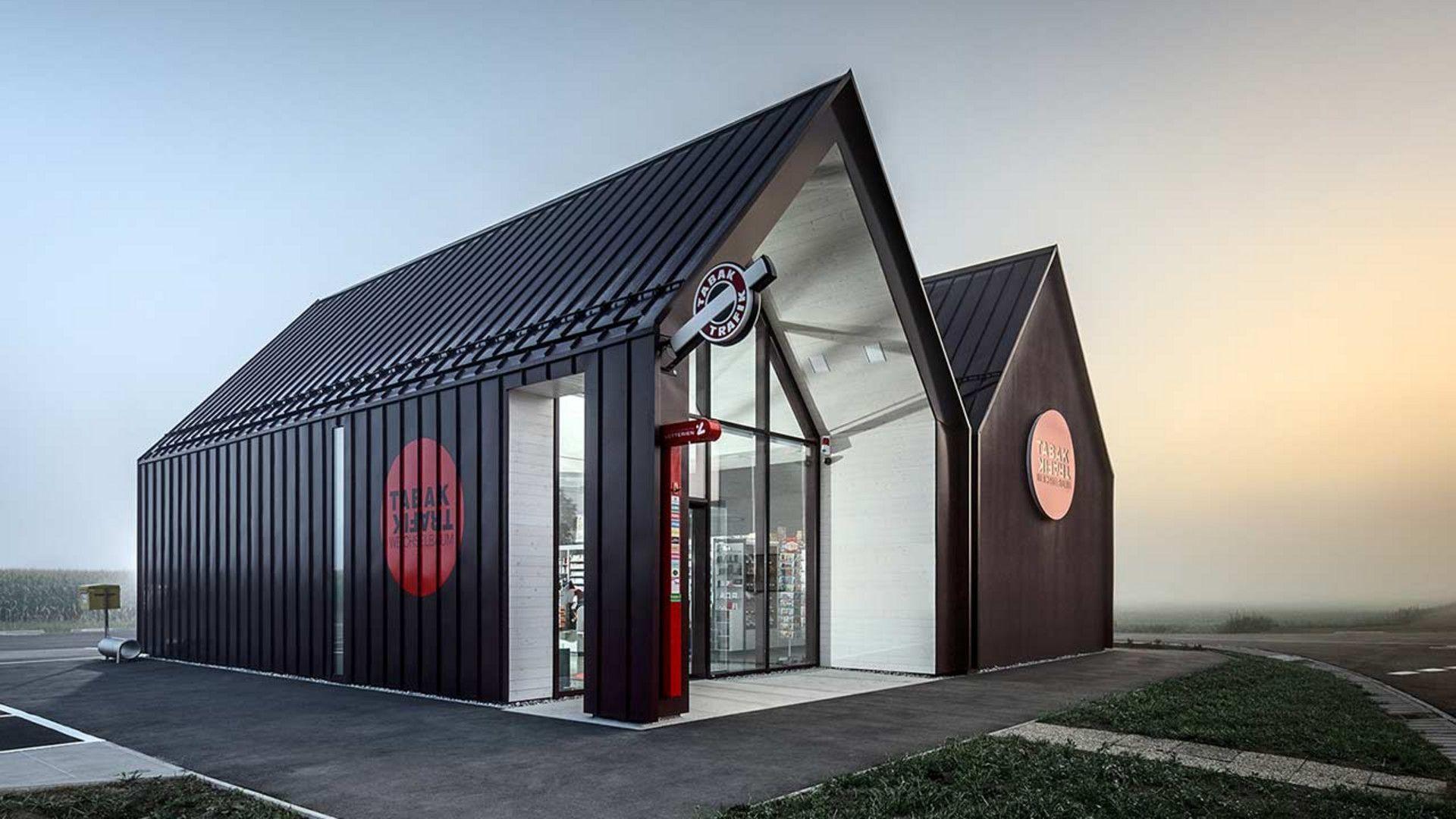 moderne Trafik mit Satteldach und ohne Dachvorsprung und einer ...
