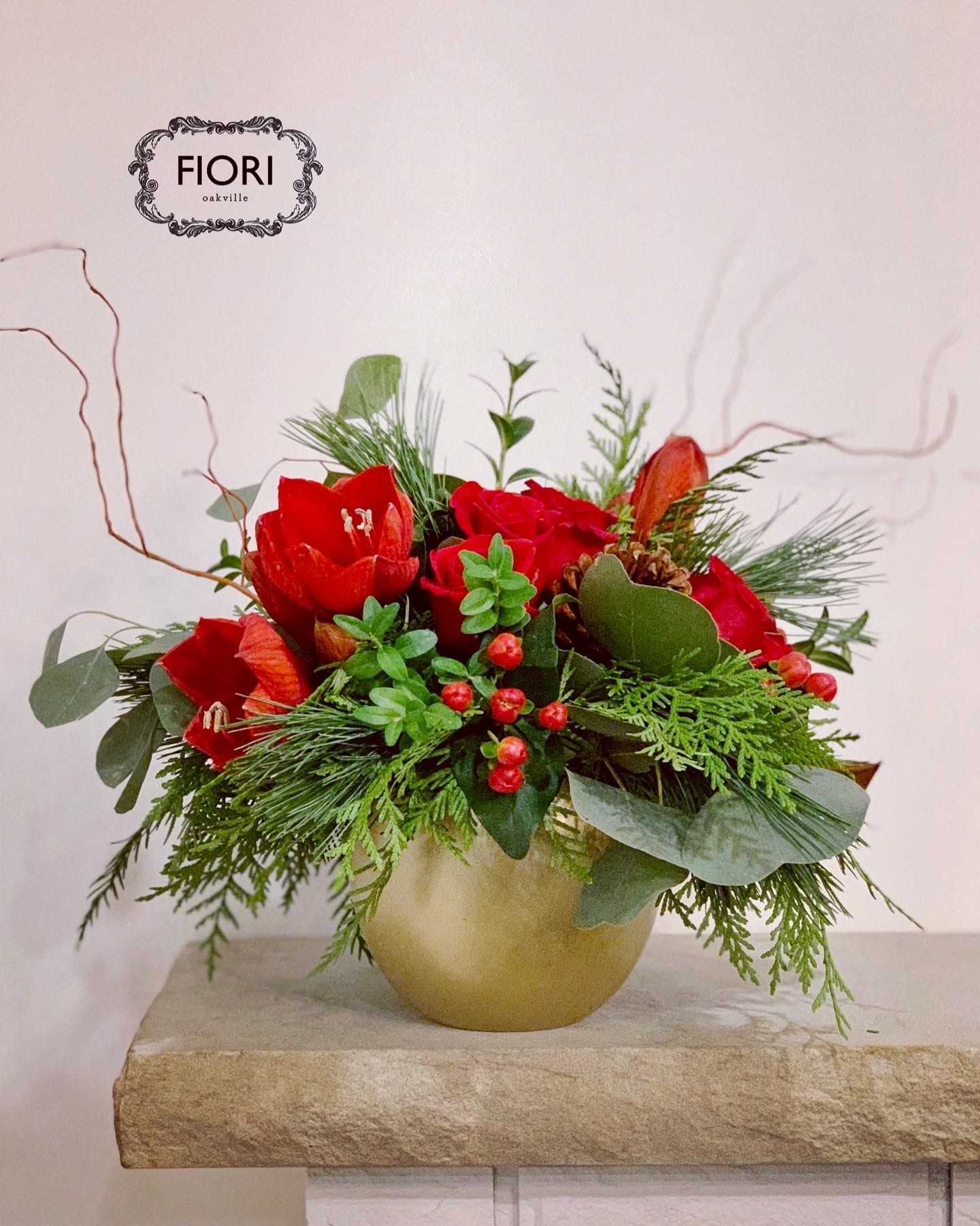 Our Christmas Red flower arrangement includes red