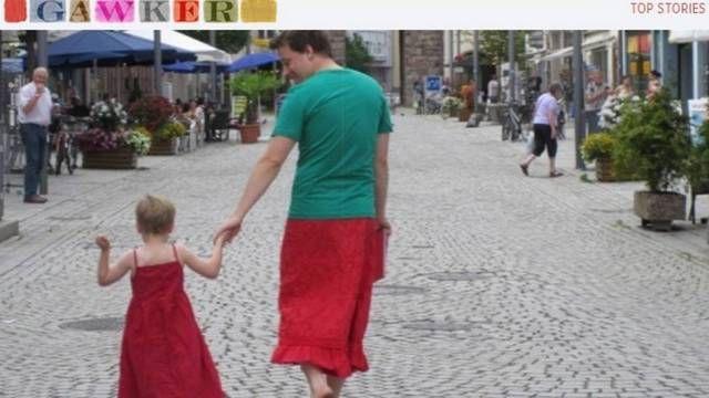 Pai veste saias para apoiar filho de 5 anos que gosta de usar vestidos