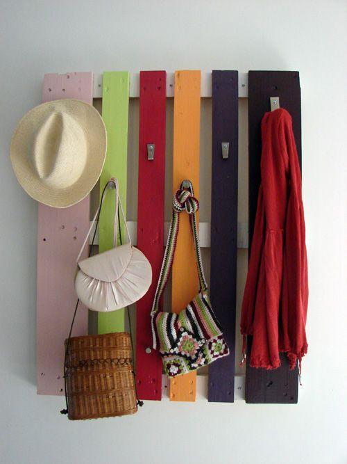 painted pallet + hooks = easy mud room storage