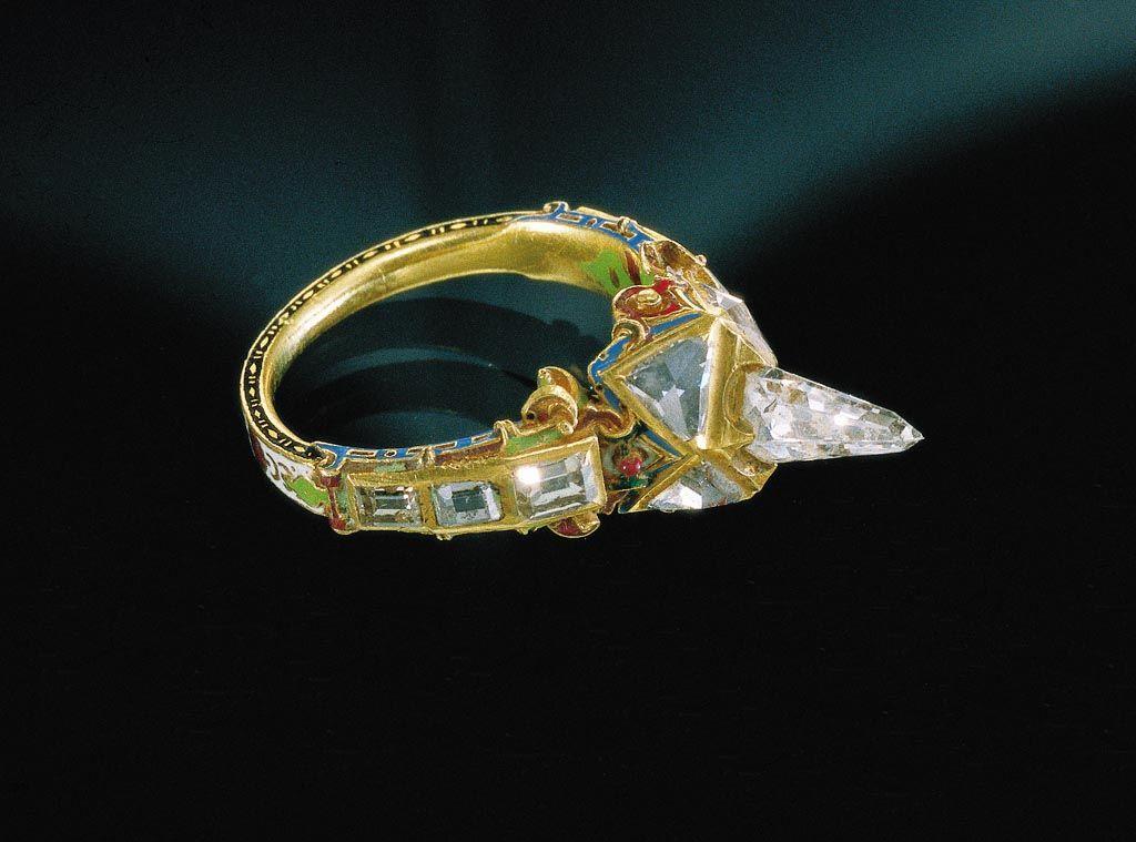 Gyűrű - jégcsap alakú gyémánttal - ún. Mátyás-gyűrű. 16. SZÁZAD VÉGE.  Ring, icicle-shaped diamond, called. Matthias ring. Late 16th century. presumably Southern Germany.