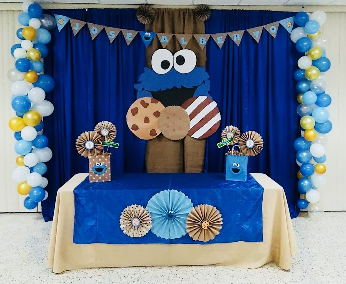 Cookie Monster Birthday party. DIY Cookie Monster decour. DIY
