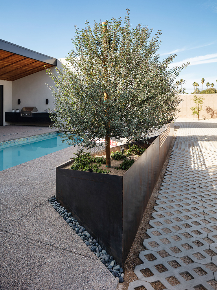 Weave The Ranch Mine Modern Courtyard Courtyard House Front Courtyard