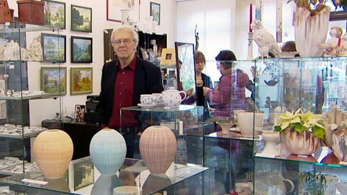 Gisela Frischmuth ist seit 40 Jahren die Galeristin in der Studio Galerie Berlin. Bald geht sie in den Ruhestand. Doch ihre Tochter Susanne Bartel übernimmt den Laden: Sie wird dabei unterstützt von Jan Linkersdorff vom Freundeskreis der Galerie.