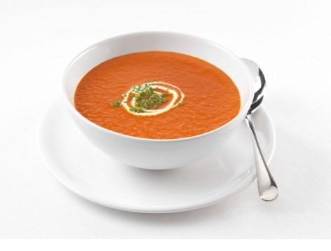 Maak nu verse Tomaten Crème Soep volgens dit recept. Eenvoudig te bereiden. Uitstekend voor een makkelijke lunch geserveerd met brood of als voorgerecht bij een diner. Als extraatje kan je er nog wat garnalen doorheen doen.