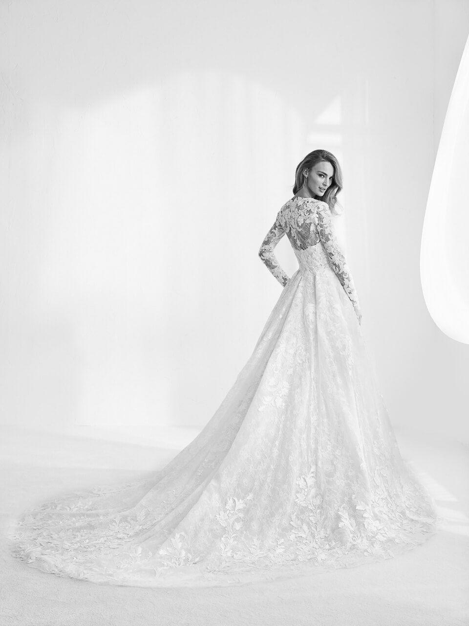 Die aktuelle Brautmode Kollektion | Brautmode, Egal und Hersteller