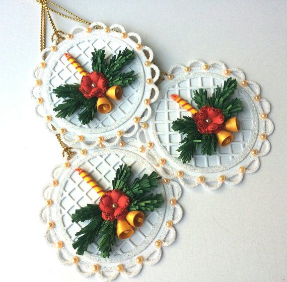 Set of 6 unique tags! These tags are white with glitter edges, hand quilled christmas candle, christmas tree leaves, small poinsettia, pearls and golden cord.  Each tag measures 6,5cm x 6,5cm (approx. 2,5x2,5) and has sample space on the reverse to add a message to the recipient.  I ship all my items with tracking number for your protection and a guarantee delivery.  I will send your item within 7-10 business days from your order.  I am offering DISCOUNTS for quantity orders made until…
