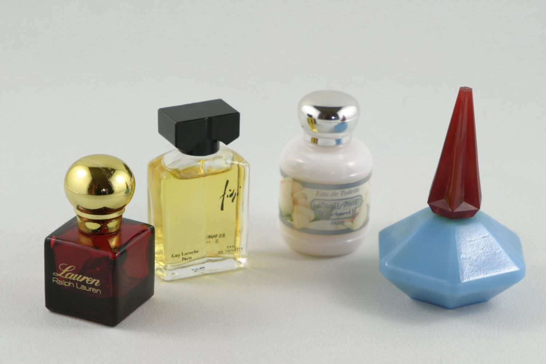 1980 S Vintage Miniature Perfumes In Box Vintage Cacharel Etsy Perfume Vintage Miniatures 1980s Vintage