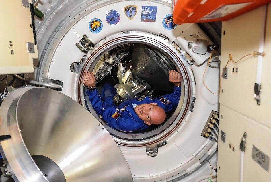 Astronaut hookup simulator ariane hints allegations