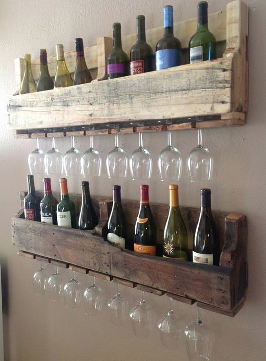 Old pallet = wine rack