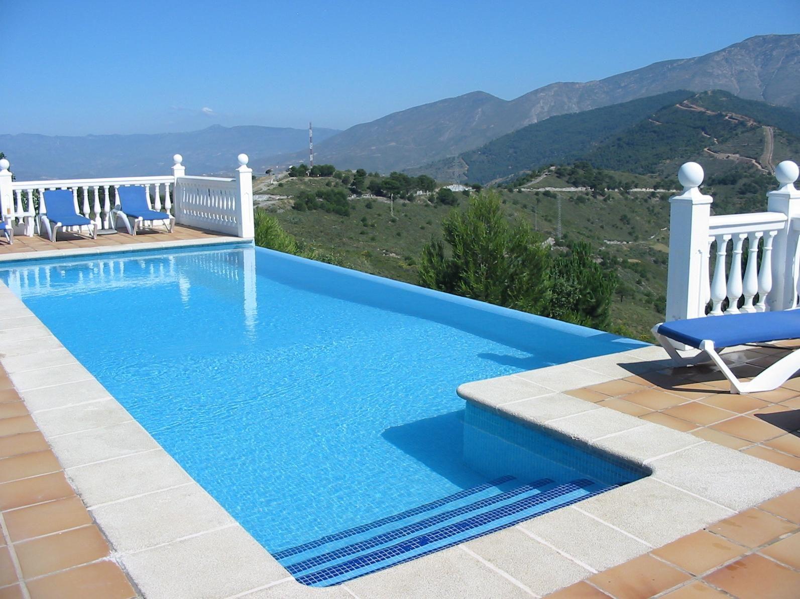 fotos de piscinas (instalación y mantenimiento) en esplugues de
