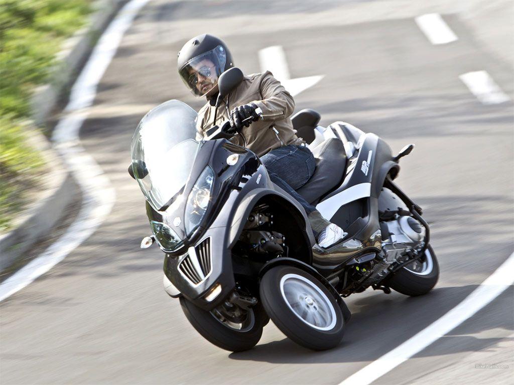 pingl par s bastien mouligneaux sur scooter pour permis b moto permis b et permis. Black Bedroom Furniture Sets. Home Design Ideas