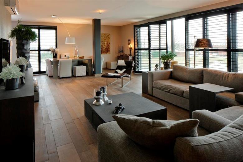 Creëer sfeer in de woonkamer met shutters | Dream house | Pinterest ...