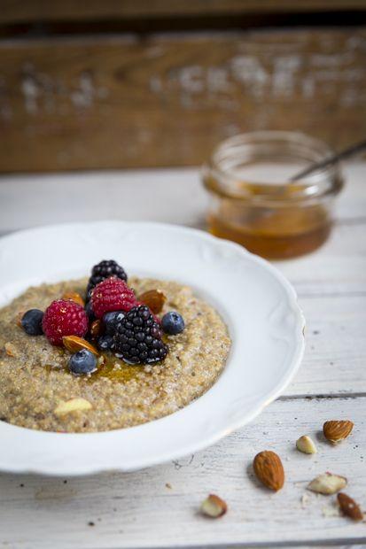 Quinoa porridge. https://www.jotainmaukasta.fi/2015/02/04/kvinoapuuro-mantelimaitoon/