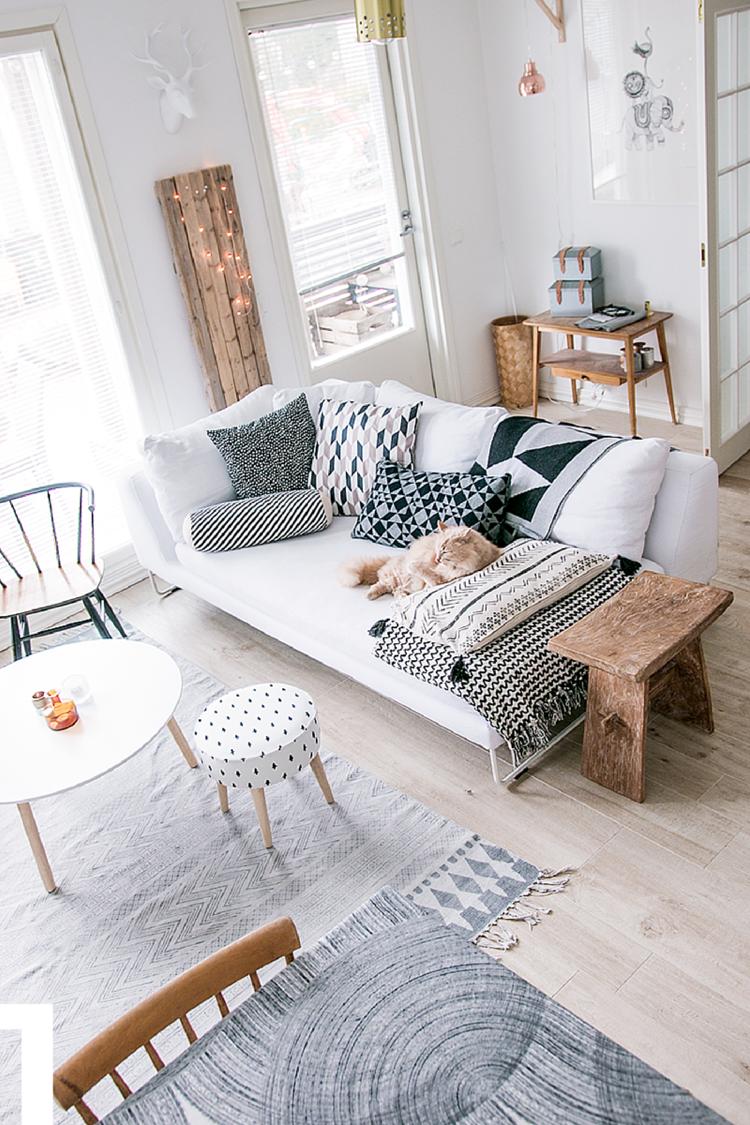 Tapis de style scandinave en blanc et gris et à motifs géométriques fins