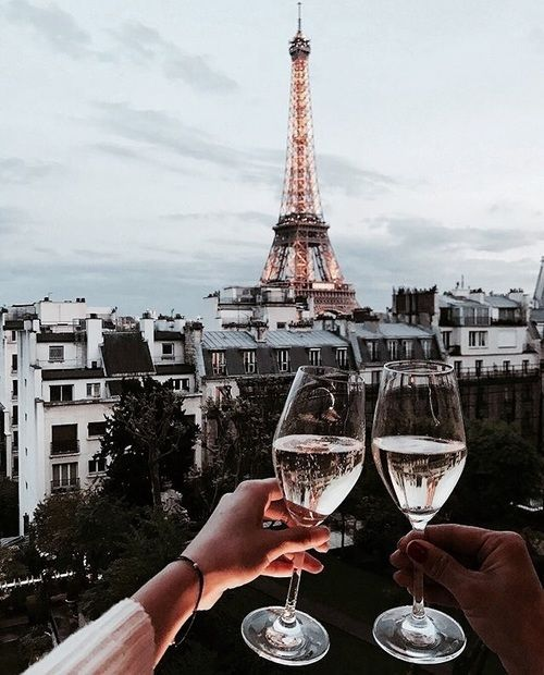 Paris <3 Check our page if you want to discover our wine adventures and have free wine-tips! #wine #vino #traveler #sommelier #vin #sommlife #viticulture #vinyard#vineyardviews #wineyards #travelblogger #onthewine #cellar #lifestyle #foodandwine #love