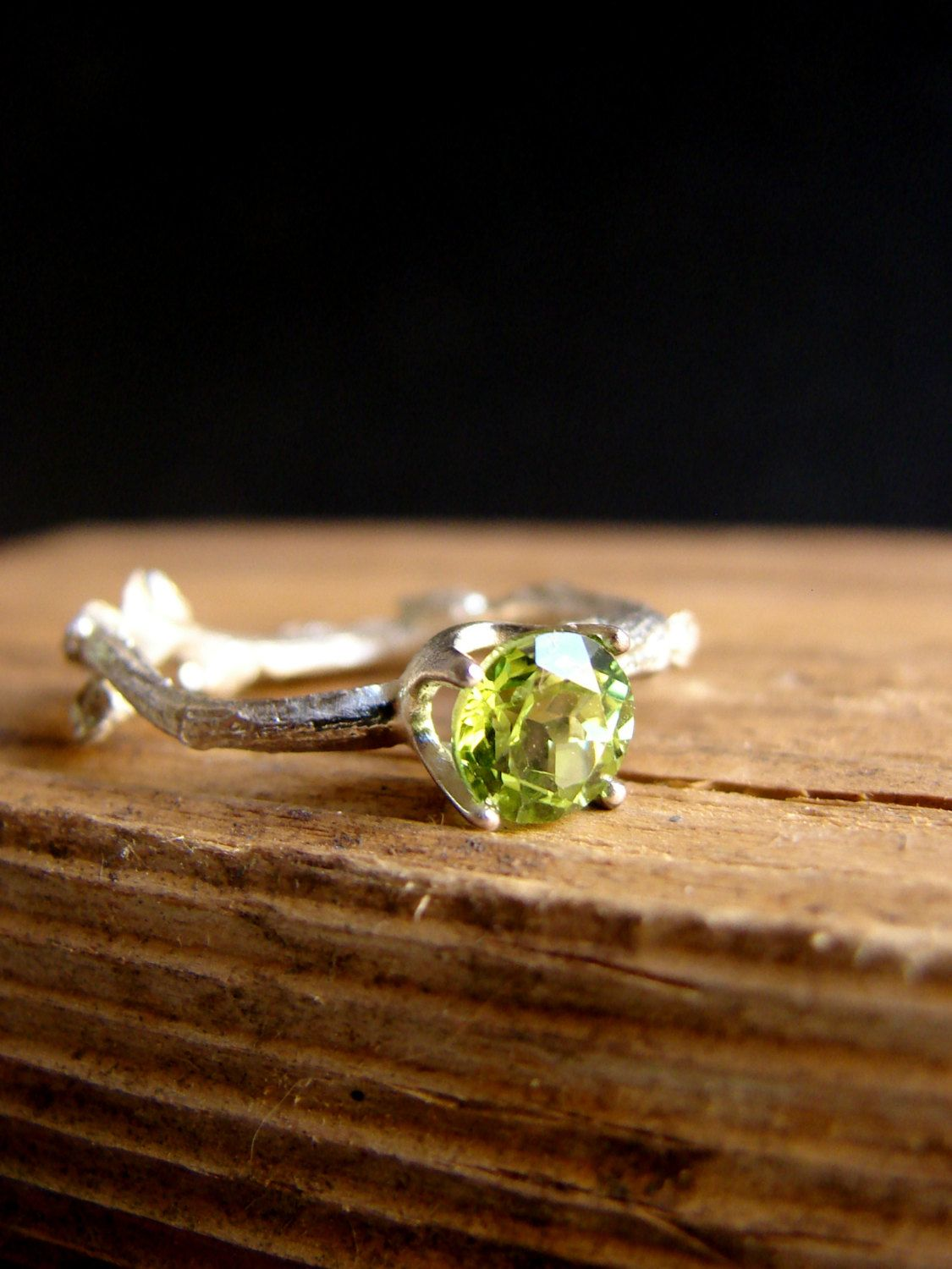 it k images gold made high on with stamp rings white finish peridot is make antique polished august best birthstone new diamond and rhodium brand this pinterest plating ring has a solid dazzling leo to its of authenticated