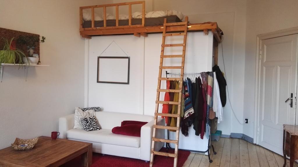 Einrichtungsidee fürs Schlafzimmer mit Dielenboden und Hochbett als ...