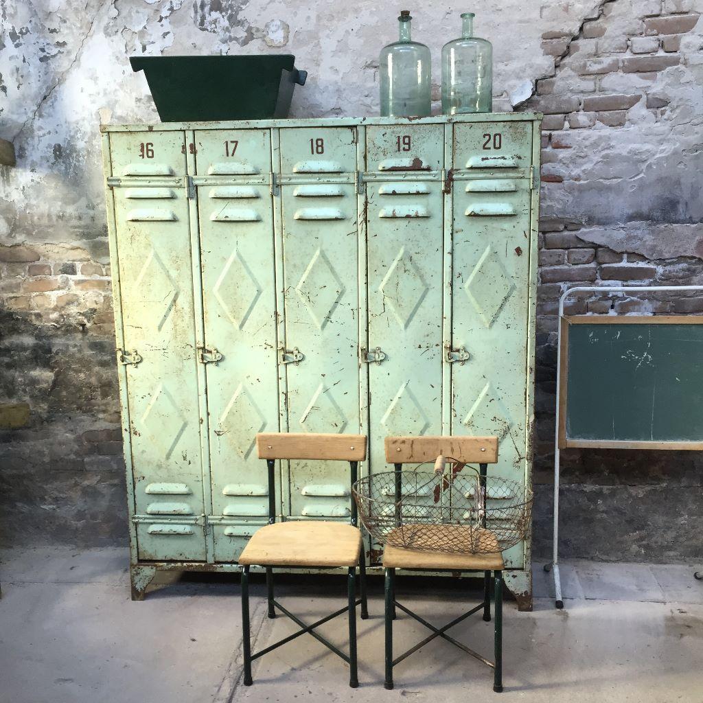 Vintage Meubels Den Haag.Mooie Oude Lockerkast In Mintgroen Bij Grijs En Groen