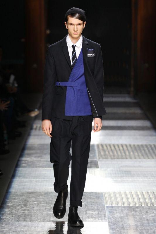 アコムで即日融資 借り方や審査 融資申込み概要 Mens Fashion Inspiration Work Wear Fashion