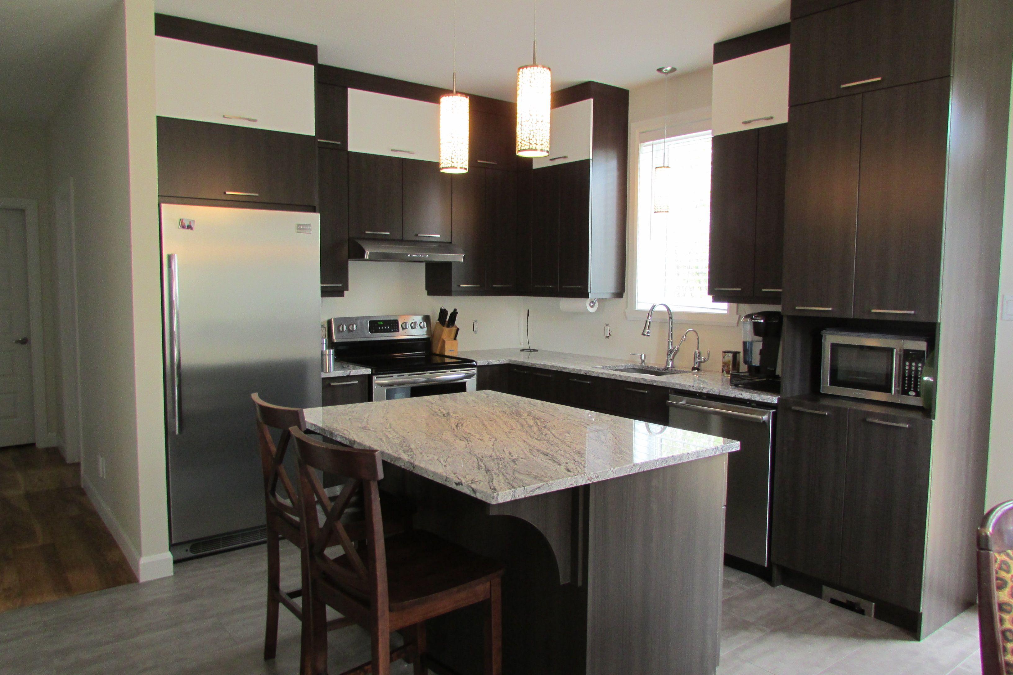 Luxe armoires de cuisine id es deux tons lok9 appareils for Armoire de cuisine deux tons