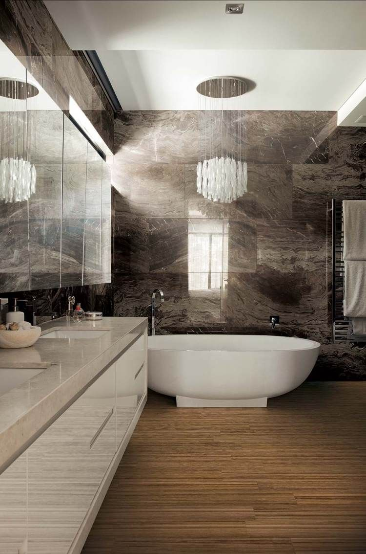 Luxus Put Mit Marmor An Den Wänden Und Bambus Parekttboden Im Bad