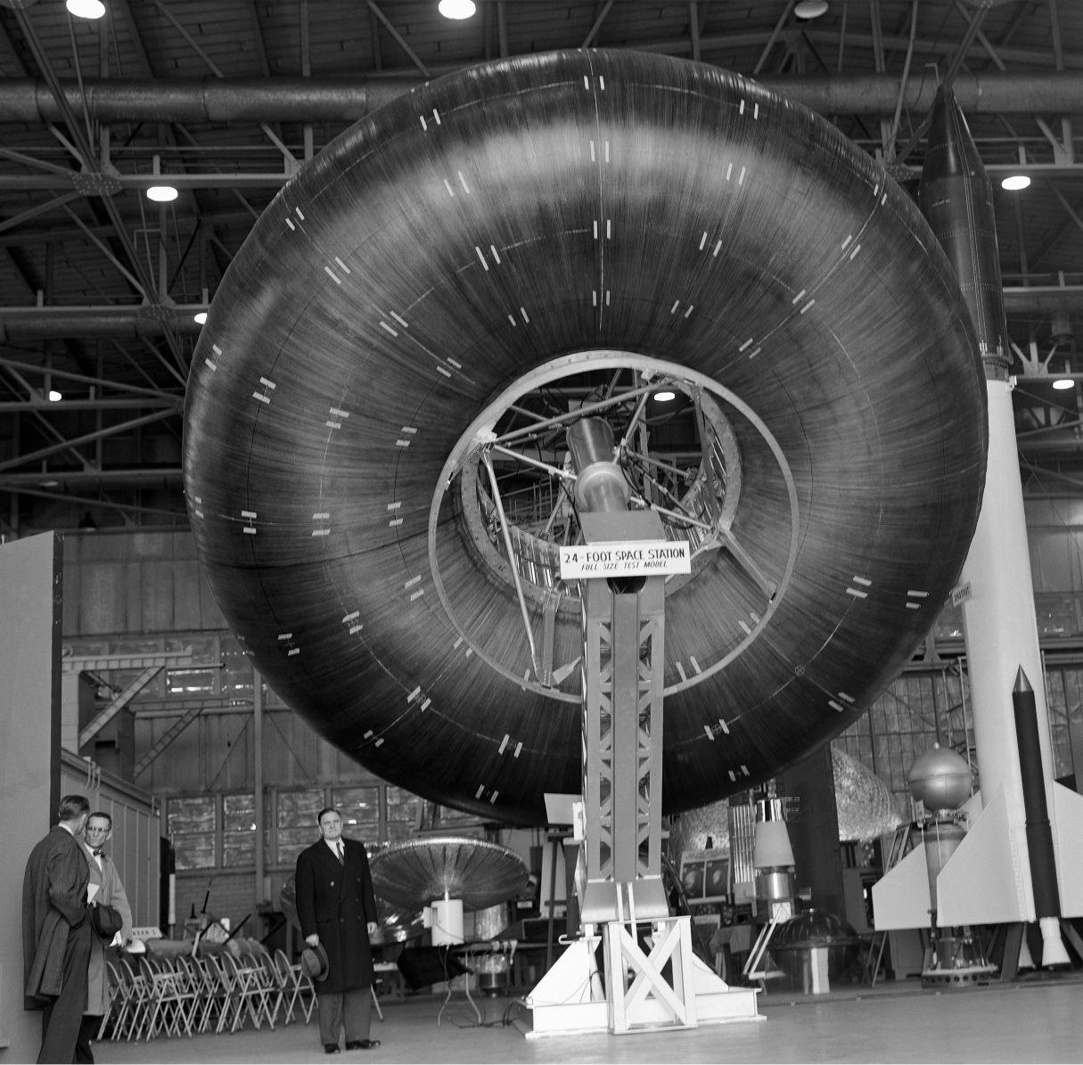 1961 Nasa Inflatable Space Station Prototype Med Billeder