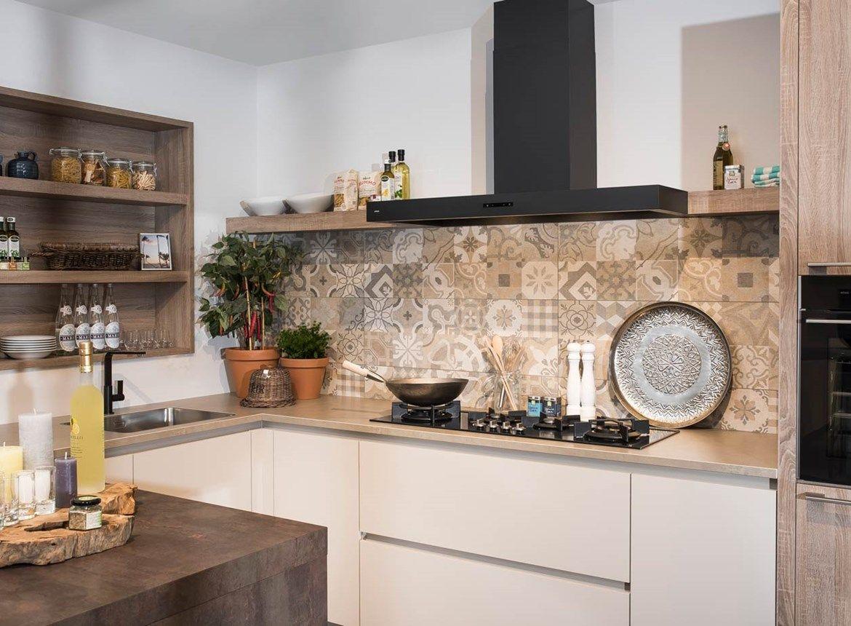 Achterwand Modern Keuken : Keuken achterwand ideeen by van design keukens en glazen