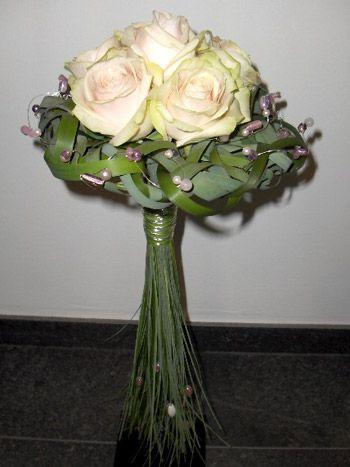 Voorbeelden en prijzen moderne bruidsboeketten en corsages ...