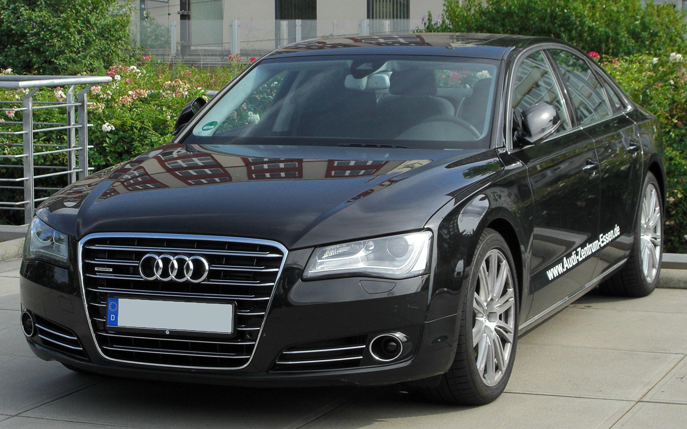 Kelebihan Audi A8 4.2 Perbandingan Harga