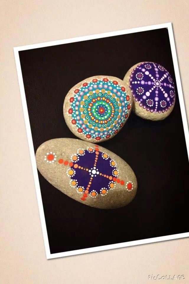 Dot painted mandala stone https://www.facebook.com/willabeesdesigner