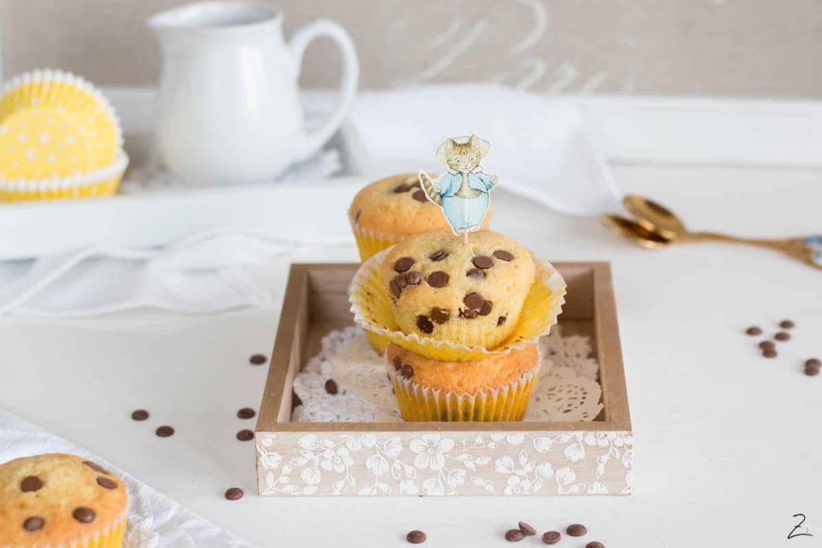 Muffins Mit Schokostuckchen Backen Einfaches Grundrezept Rezept In 2020 Schokostuckchen Muffins Mit Schokostuckchen Rezepte