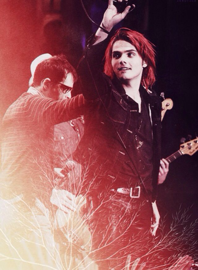 Red hair Gee just kills me *Q*