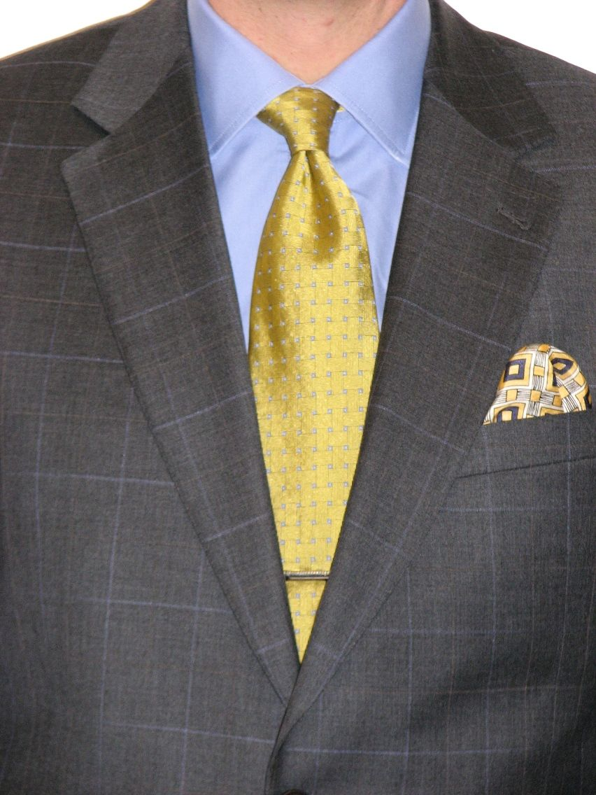 What color tie with yellow dress shirt