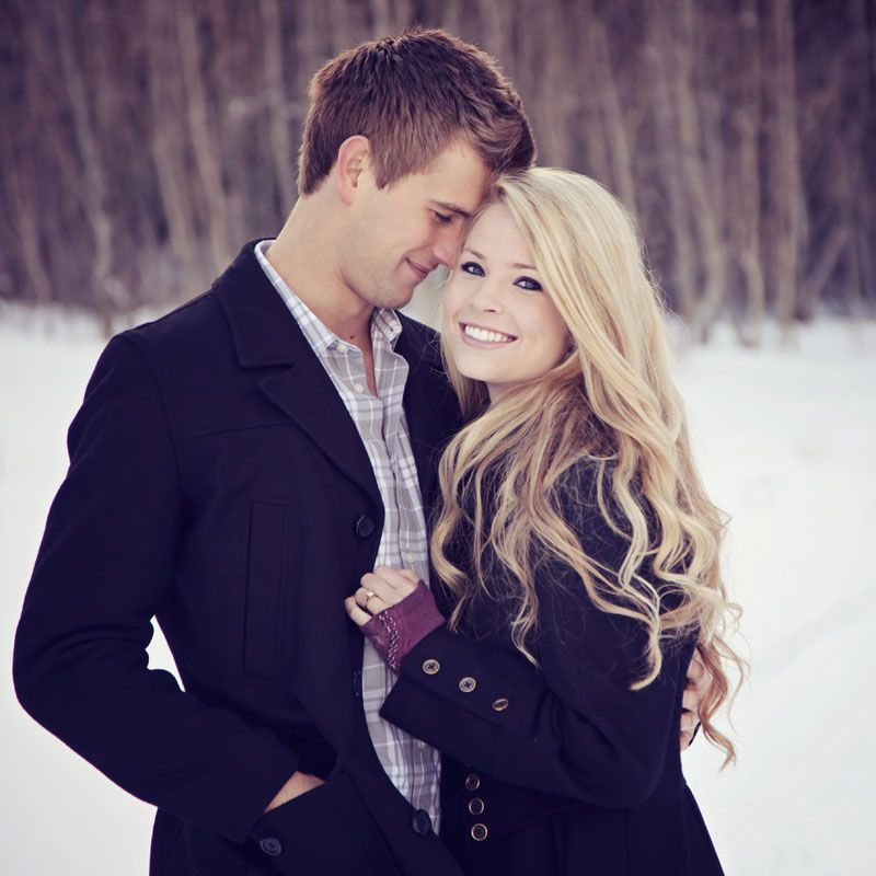 Engagement Photo Outfits: Beautiful Utah Winter Engagement Picture
