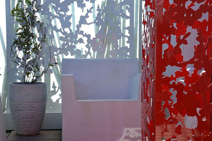 treilage design-colonne cerisier rouge par palissadesign