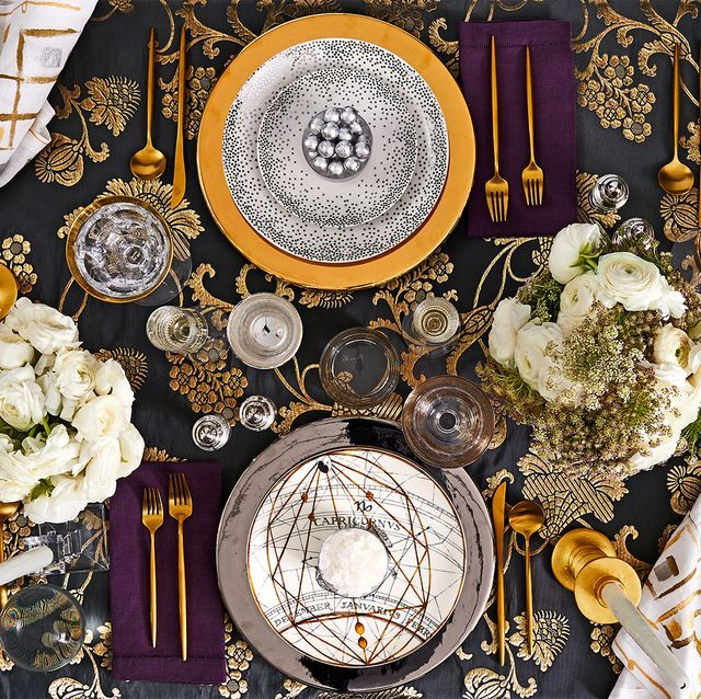 The Prettiest NYE Party Decorations That Will Make Your Party Pop Off