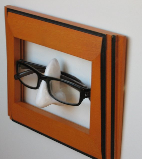 Wallmounted Eyeglass Holder