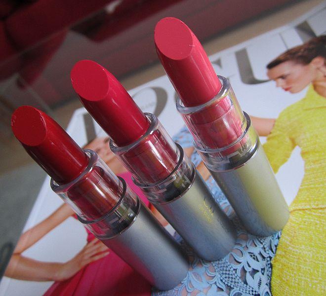 #7712 Fearless, #7711 Sociable & #7710 Flirtatious http://eyeslipsface.nl/product-beauty/lipstick